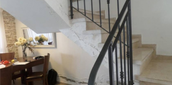 רטיבות במדרגות
