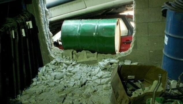 נזק פריצה דרך קיר לעסק