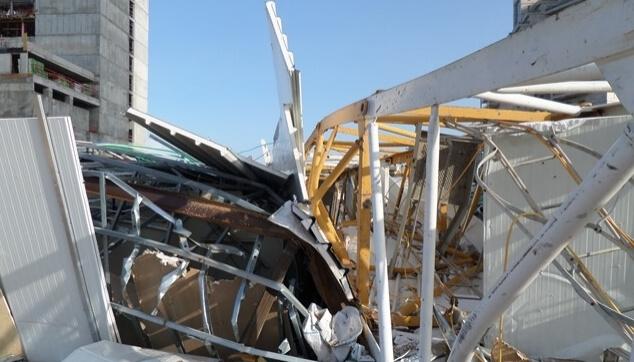 עגורן קרס באתר בניה, בנס נמנעו נפגעים